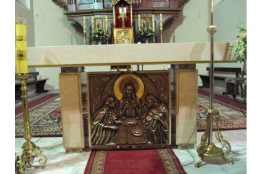 Kościół w Łużnej – ołtarz główny