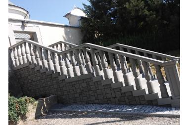 Sanktuarium w Kobylance - schody południowe